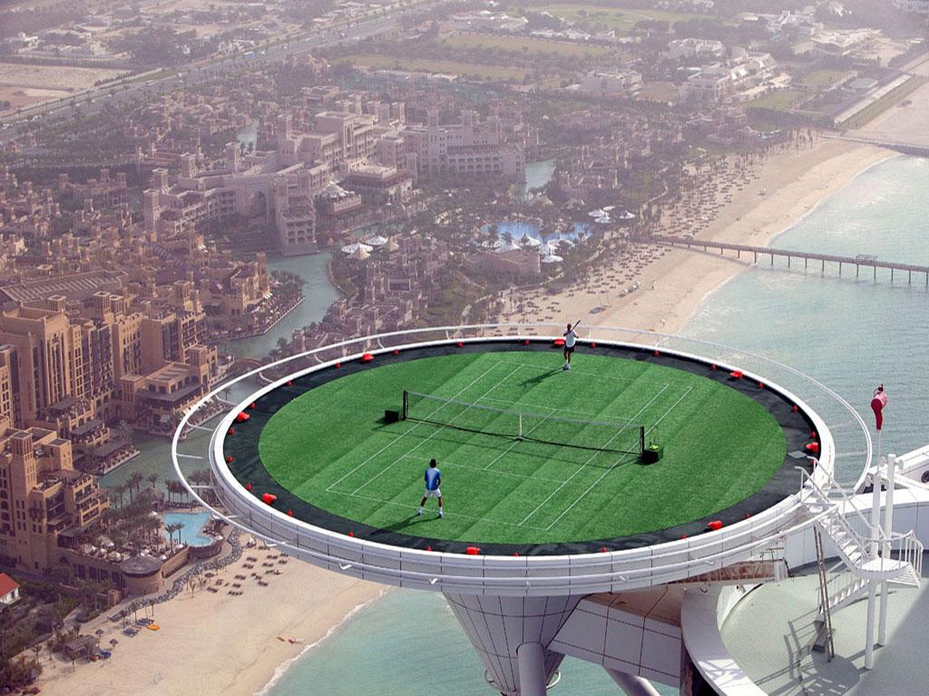 Дубаи тениссный корт на крыше отеля