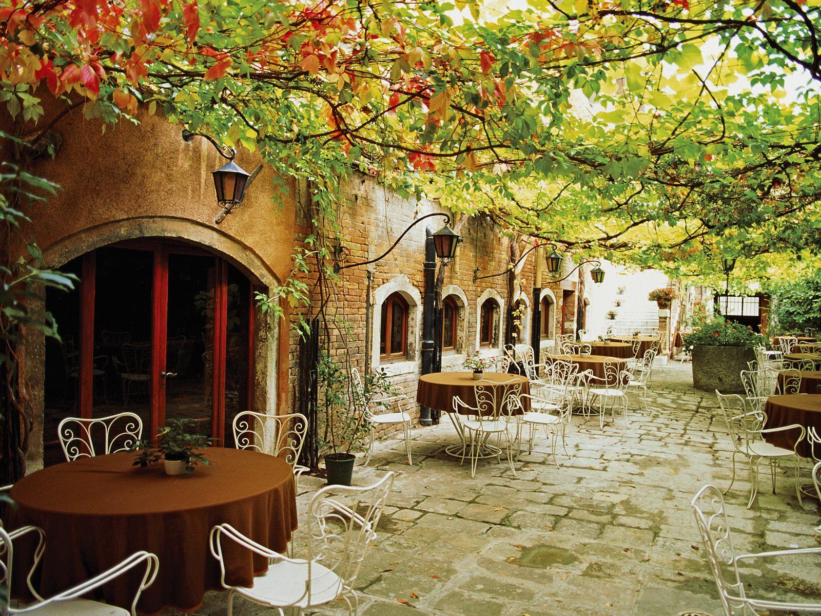 Венеция dining alfresco